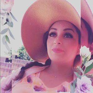 Meet your Posher, Alejandra